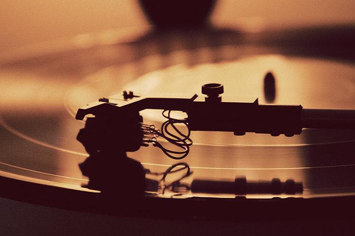 Zene, Hangszer, Fény- és hangtechnika